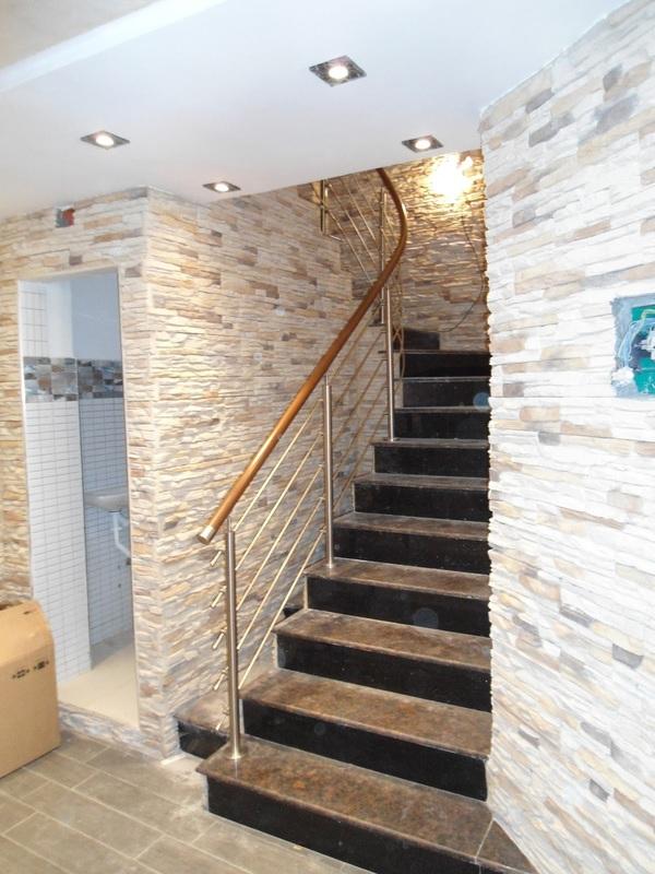 rampe d 39 escalier inox aluminium murs rideaux alucoband. Black Bedroom Furniture Sets. Home Design Ideas